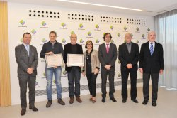 From left to right, the managing director of Mercabarna,the winners of the prize 'Mercabarna Innova' and the jury